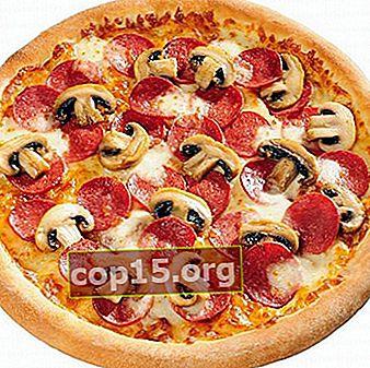 Heerlijke topping voor pizza met champignons