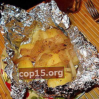 Aardappelen in folie gebakken in de oven met champignons