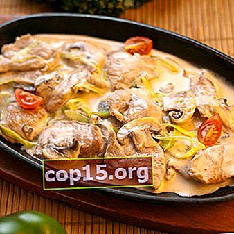 Stufato e carne fritta con funghi in panna acida