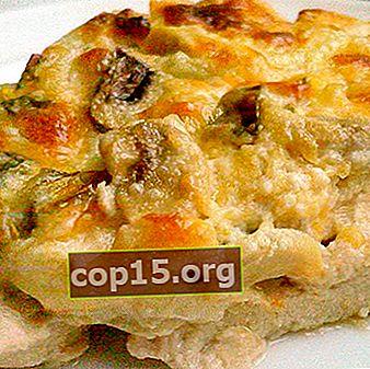 Piatti con funghi e formaggio al forno