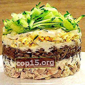 Insalate con champignon e prosciutto per una tavola festiva